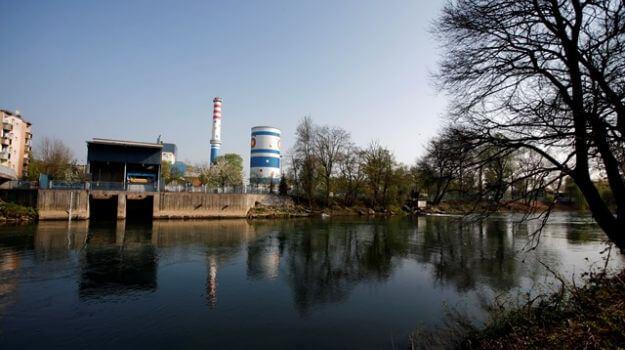 Reka Ljubljanica in v ozadju enota TE-TOL.