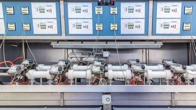 Merilniki toplotne energije, povezani na komunikacijske module.